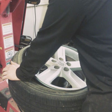 eden prairie mechanic changing tire